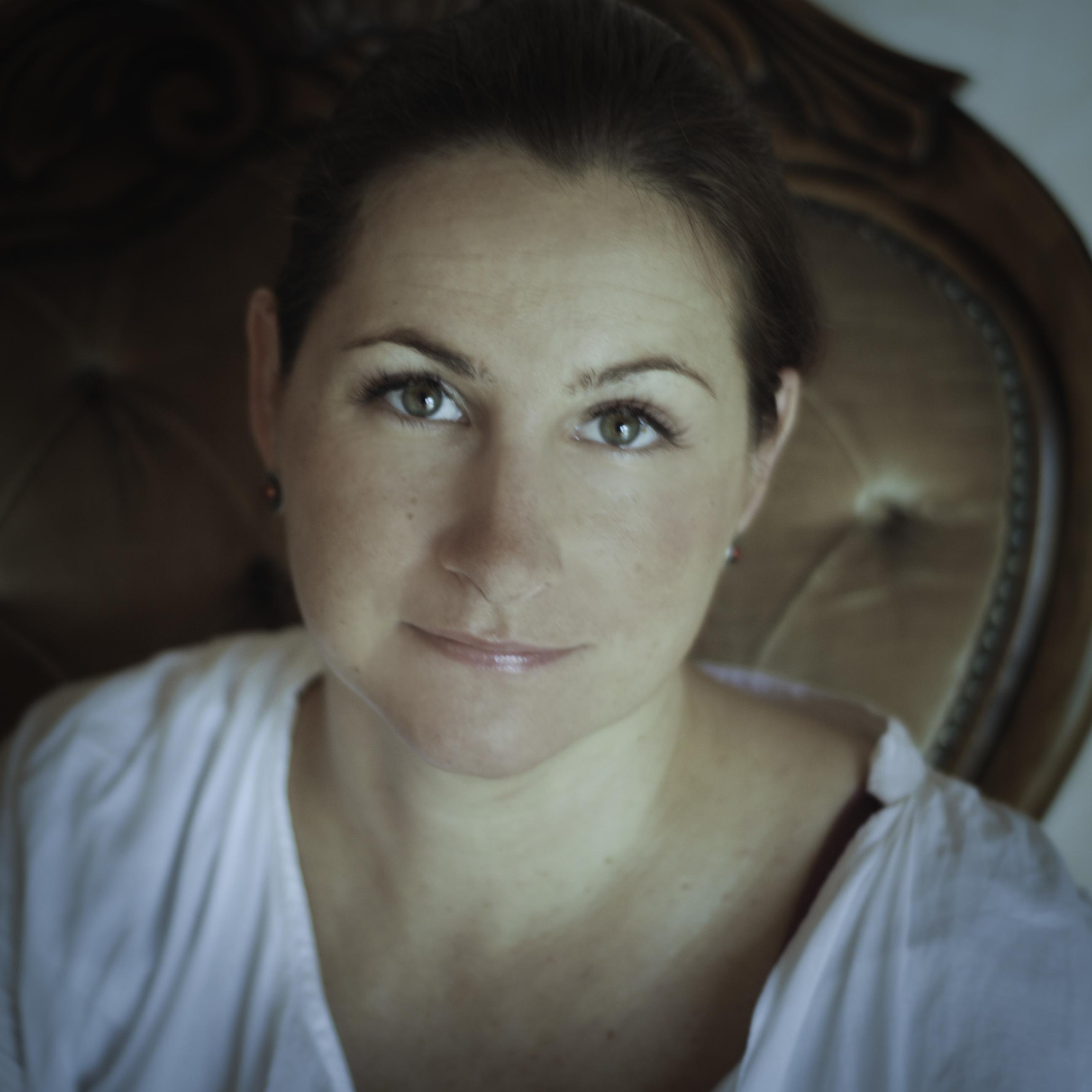 Karolina Szczęsna-Czernuszczyk - certyfikowana psychoterapeutka Polskiego Towarzystwa Psychologicznego
